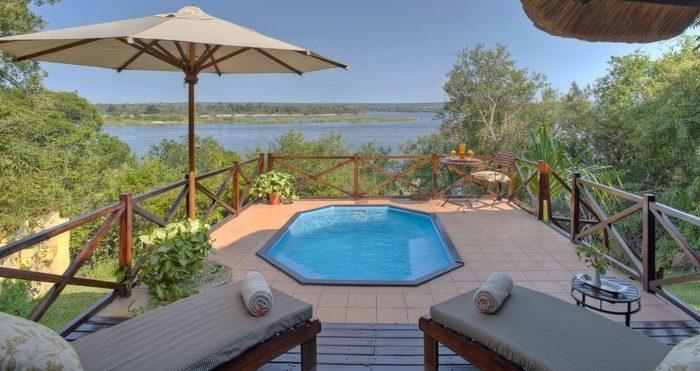 safpar-livingstone-accommodation-the-river-club-luxury-river-suite-2
