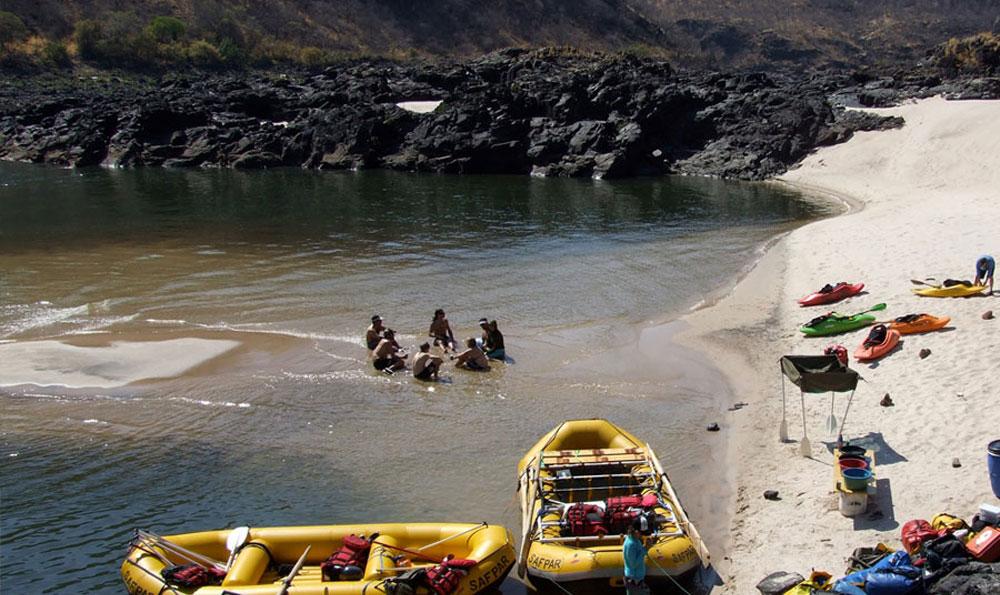 safpar-zambezi-river-rafting-overnight-trips-2