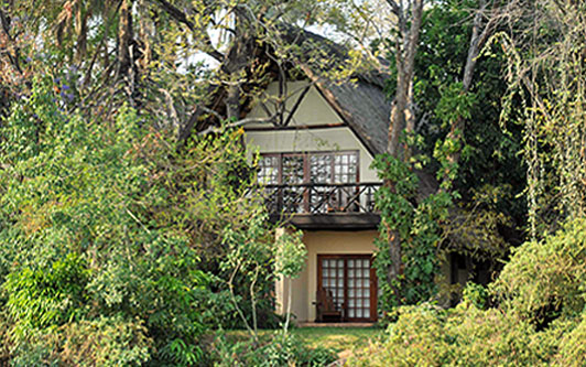 Livingstone-accommodation-waterfront-riverside-chalet