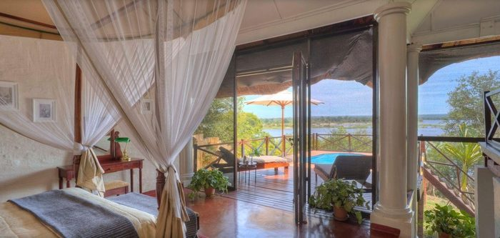 safpar-livingstone-accommodation-the-river-club-luxury-river-suite-1