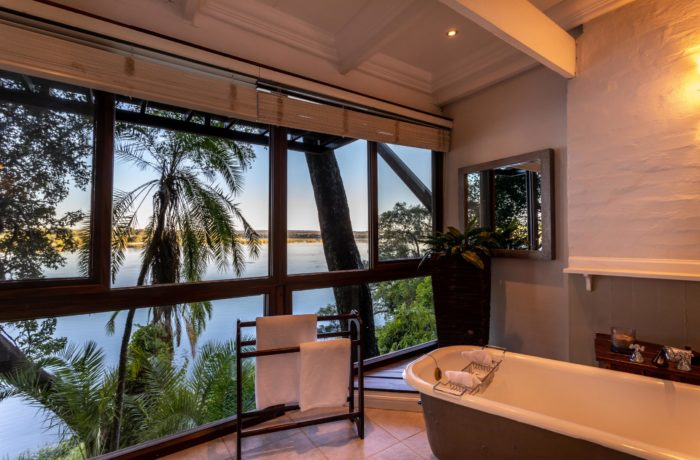 River Suite Downstairs Bathroom-min